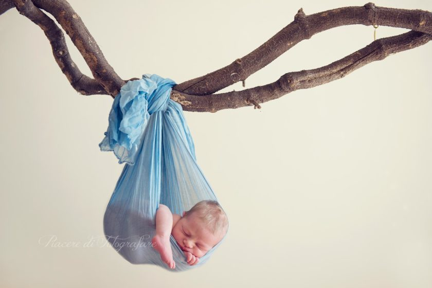 Servizi fotografici neonati roma riccardo foto appeso