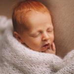 servizio foto newborn capelli rossi